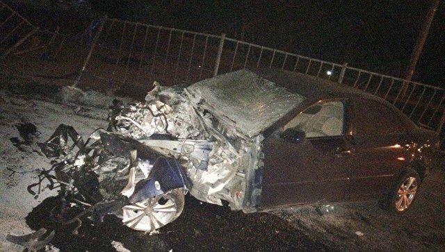 ДТП вСимферополе: автомобиль влетел взабор и зажегся