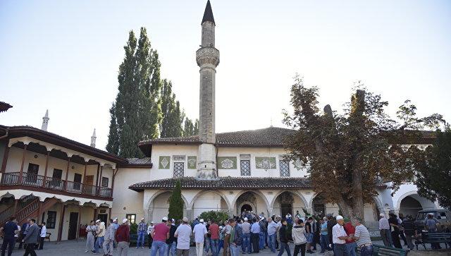 Намаз в честь праздника Курбан-байрам в Ханской мечети в Бахчисарае