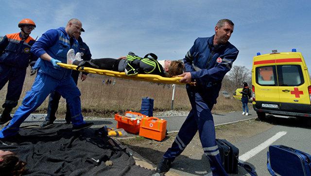 ВФеодосии трое молодых людей разбились обдерево, катаясь наавтомобиле