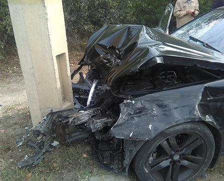 Натрассе Симферополь— Алушта Mercedes протаранил бетонный столб, есть пострадавшие