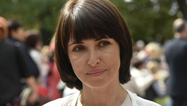 Руководитель межрегиональной общественной организации Русское единство Елена Аксенова на благотворительной акции Белый цветок