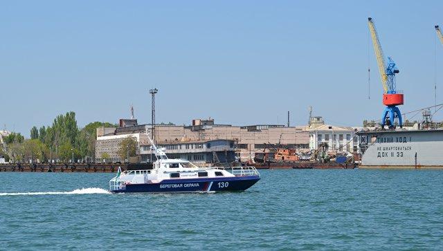 ВКрыму таможенники спасли терпящую бедствие вЧерном море яхту