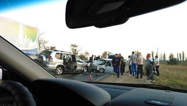 Трое взрослых погибли, ребенок пострадал влобовом ДТП натрассе вКрыму