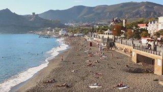 Судакский пляж в октябре