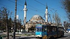 Трамвай на улице Евпатории. Архивное фото