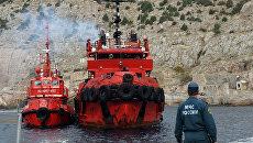Встреча моряков с затонувшего плавучего крана