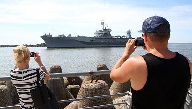 Флагманский корабль 6-го флота ВМС США USS Mount Whitney в порту Клайпеды. Июнь 2016 года