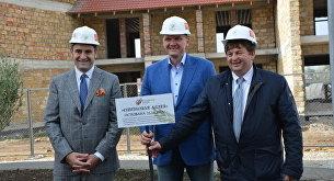 Итальянские депутаты и руководство Группы компаний КСК заложили оливковую аллею в честь старта строительства новой очереди комплекса Итальянская деревня в Крыму