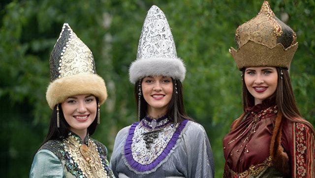 как выглядят татары фото в национальных костюмах