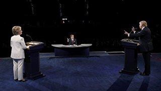 Кандидаты в президенты США Хиллари Клинтон и Дональд Трамп во время теледебатов