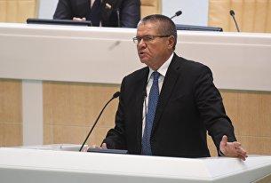 Министр экономического развития РФ Алексей Улюкаев выступает на заседании Совета Федерации РФ