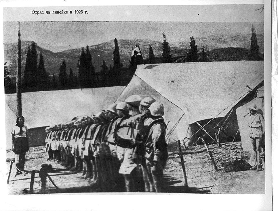 Отряд на линейке в лагере Артек.1925 год