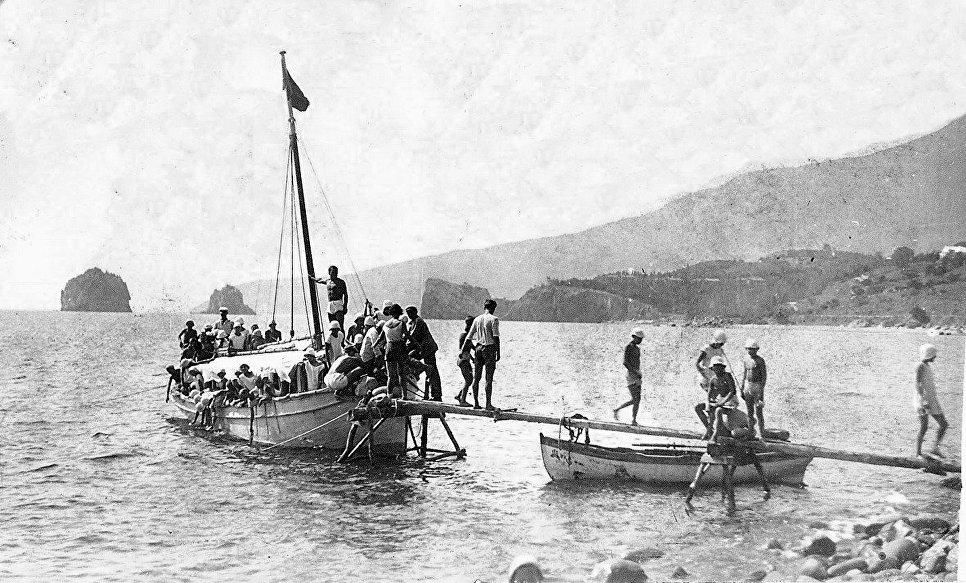 Морская прогулка в лагере Артек. 1927 год
