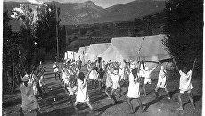 Зарядка в лагере Артек. 1926 год