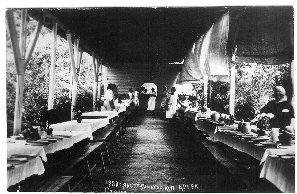 Столовая лагеря Артек. 1928 год