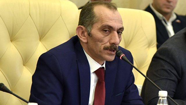 Глава турецкой ассоциации евразийских правительств Хасан Дженгиз во время встречи представителей делегации из Турции с бизнес-сообществом Крыма, крымскими татарами, проживающими на полуострове, а также с представителями крымских властей