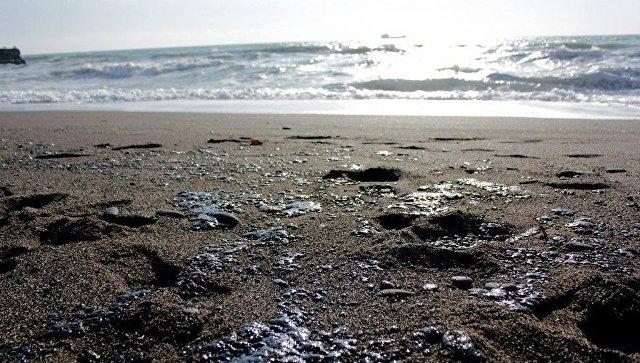 В акватории Судака произошел разлив мазута