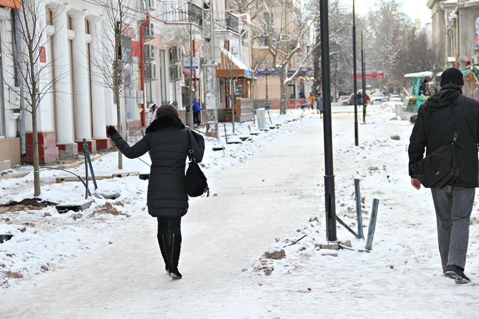 Снег и гололед в Симферополе. Архивное фото