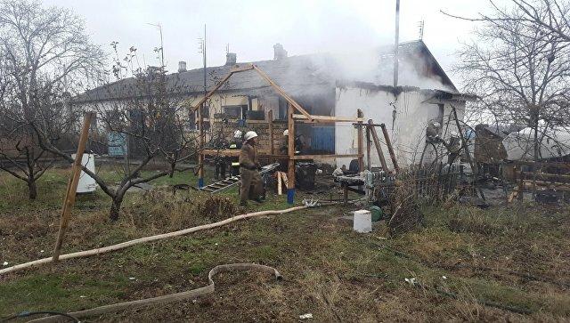 Напожаре вбараке вСимферополе спасли женщину и 2-х детей