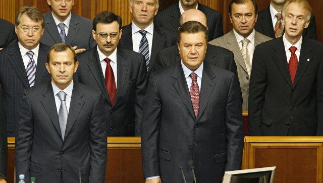 Премьер-министр Украины Виктор Янукович и его заместитель Андрей Клюев (справа налево на первом плане)
