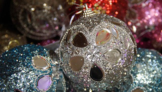 Продажа новогодней атрибутики в магазинах Симферополя