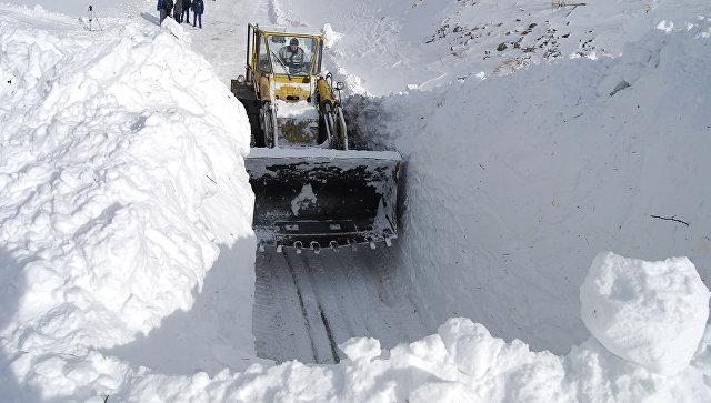 Расчистка снежных завалов