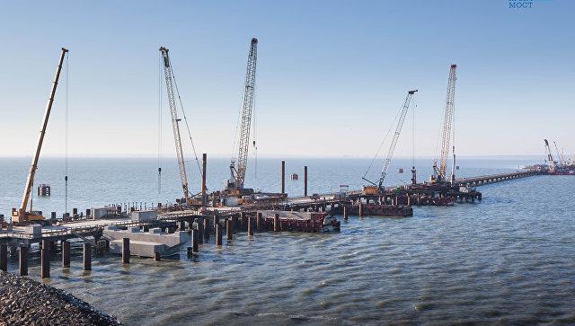 Погружено 50% от всего объема свай моста в Крым