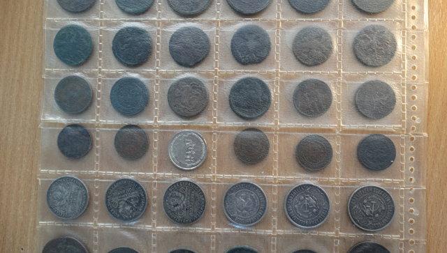 Украинец пытался провезти в Крым коллекцию монет разных эпох