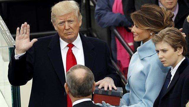 Президент США Дональд Трамп во время принятия присяги. 20 января 2017 года