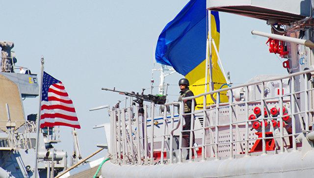 Флагман ВМС Украины, сторожевой корабль Гетман Сагайдачный и ракетный эсминец ВМС США Дональд Кук