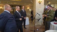 Путин вместе со студентом МГУ спел песню про космос