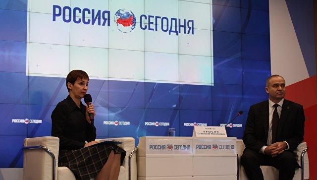 Глава администрации Феодосии Станислав Крысин на пресс-конференции в мультимедийном пресс-центре МИА Россия сегодня в Симферополе