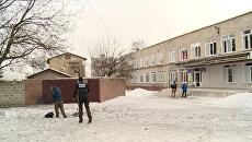 Наблюдатели ОБСЕ обследовали пострадавшую от артобстрела школу в Донецке
