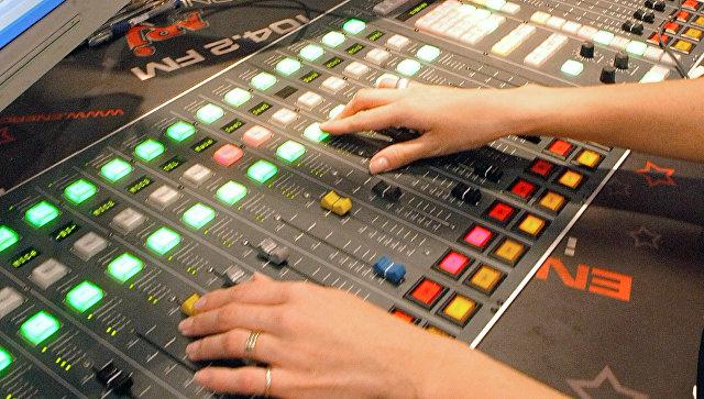 Микшерские пульты в студии радиостанции ENERGY