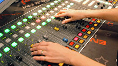 Микшерские пульты в студии радиостанции