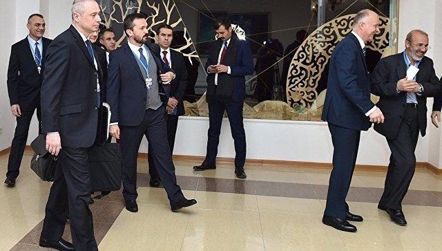 Участники заседания совместной оперативной группы России, Турции и Ирана по контролю за перемирием в Сирии, проходящего в Астане. 6 февраля 2017