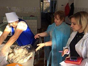 Уничтожение фальсифицированной продукции в школе и детсаду села Скворцово Симферопольского района