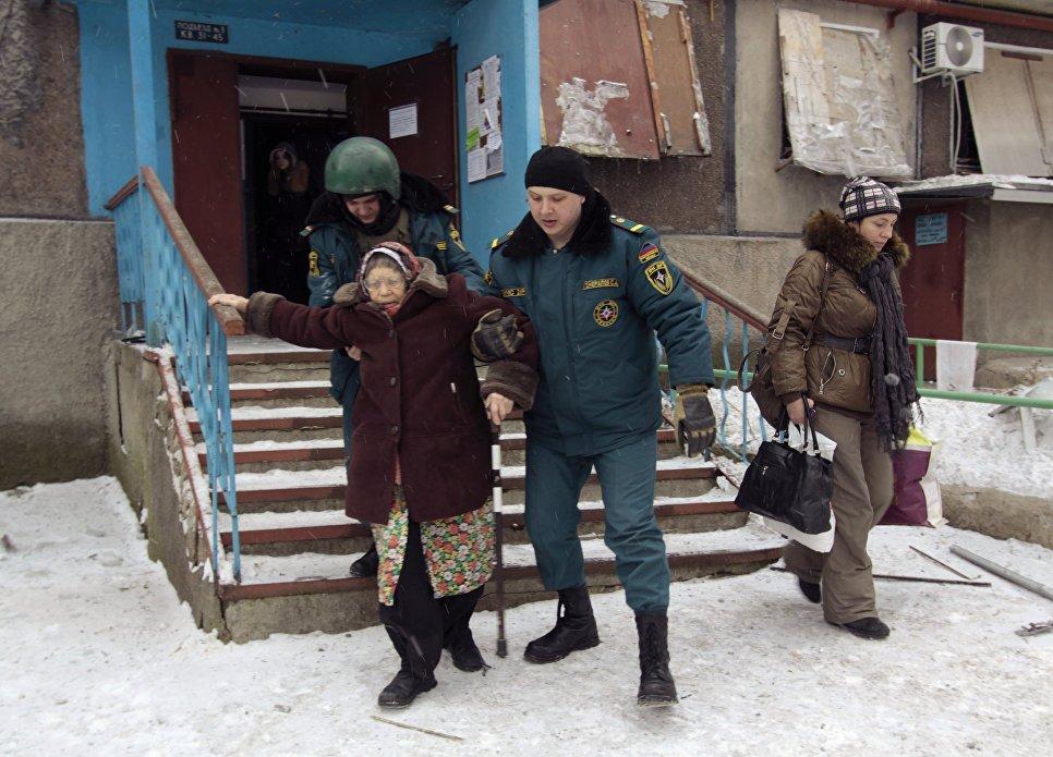 Эвакуация мирных жителей в Донецке