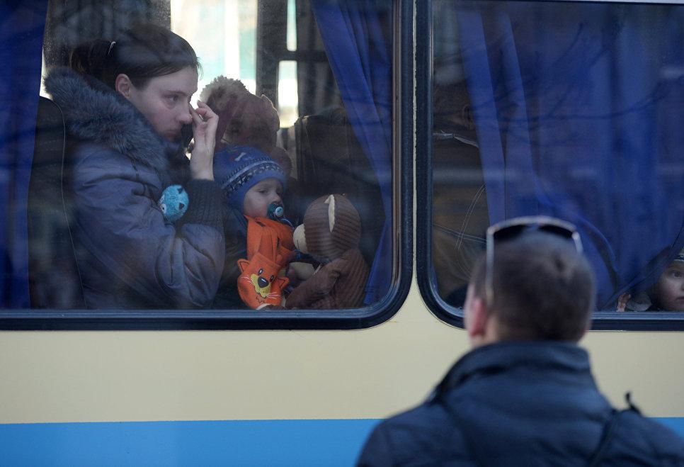 Четыре автобуса с беженцами отправились из Донецка в Россию