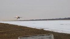 Учебные полеты СУ-30 СМ и СУ-24 на военном аэродроме в Новофедоровке в Крыму