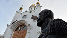 Бюст Николая II на территории часовни в честь святых царственных страстотерпцев государя Николая II и его семьи, расположенной возле прокуратуры Республики Крым