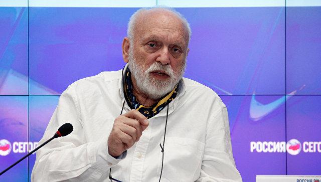 Греческий режиссер, постановщик спектакля Троянки Ангелос Сидератос на пресс-конференции в мультимедийном пресс-центре МИА Россия сегодня в Симферополе
