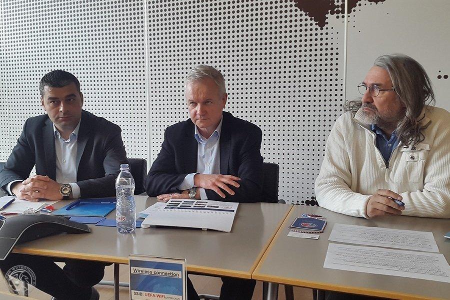УЕФА выделил 1млневро наразвитие футбола вКрыму