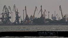 Мариуполь. Вид на порт с Азовского моря. Архивное фото