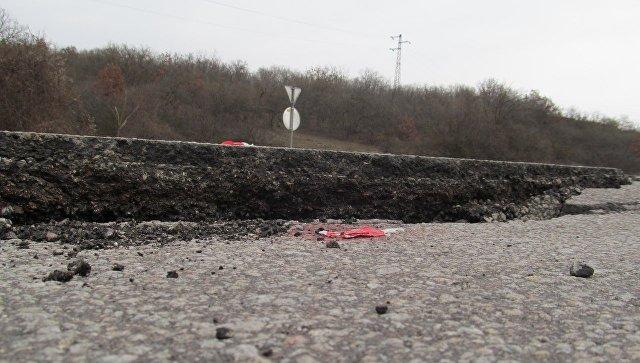 Участок дороги Симферополь— Севастополь закрыли после оползня