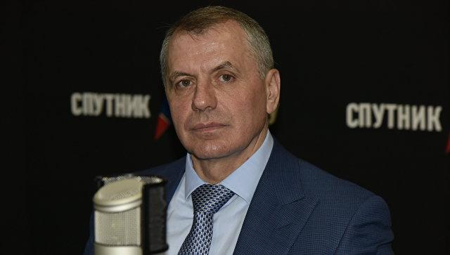 Председатель Государственного Совета РК Владимир Константинов в студии радио Спутник в Крыму