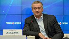 Пресс-конференция в формате видеомоста Симферополь-Москва главы Республики Крым Сергея Аксенова