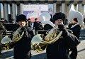 Участники праздничного мероприятия Крымская весна! Мы вместе! во время третьей годовщины воссоединения Крыма с Россией на площади имени Ленина в Новосибирске