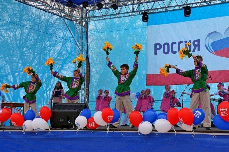 В Керчи прошли праздничные мероприятия в честь третьей годовщины воссоединения Крыма с Россией