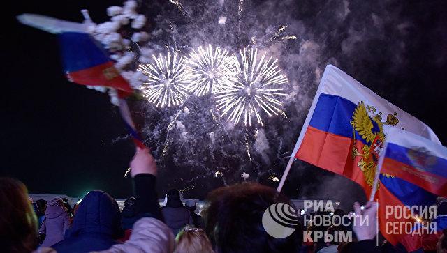 Салют в Симферополе в честь третьей годовщины воссоединения Крыма с Россией